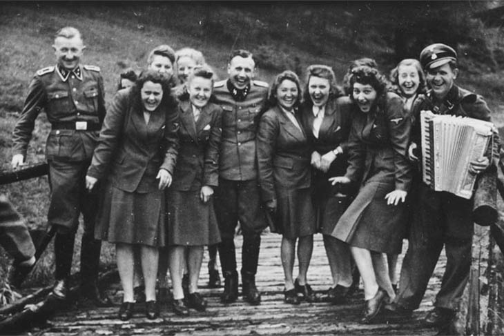 Laughing at Auschwitz – SS auxiliaries poses at a resort for Auschwitz personnel, 1942